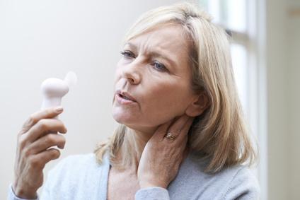 Exceptionnel Hitzewallungen Und Schweißausbrüche Treten Häufig Während Der Wechseljahre  Infolge Einer Hormonumstellung Auf.