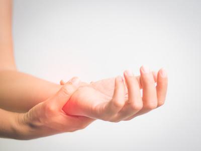 Verstauchung Am Handgelenk Ursachen Beschwerden Therapie